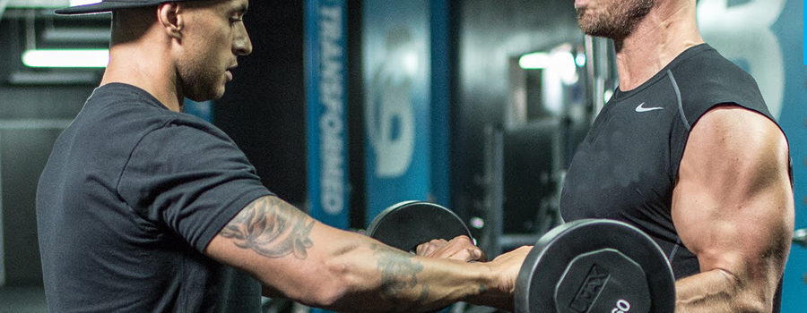 The pros and cons of training with a lifting partner in the gym
